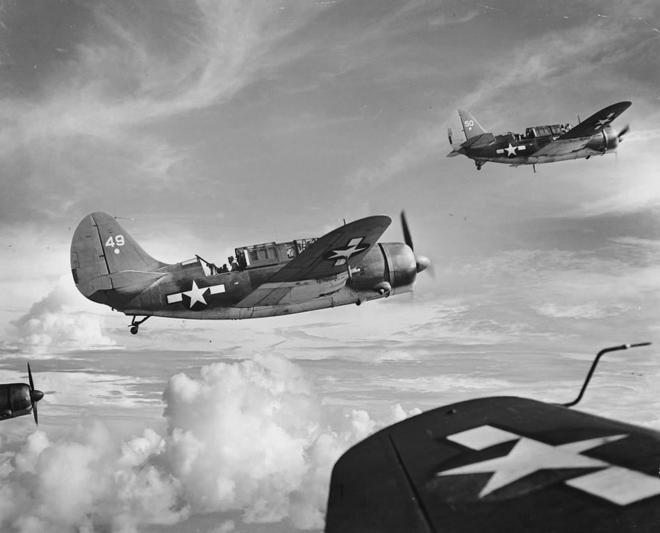 WWII U.S. NAVY  HELLDIVERS