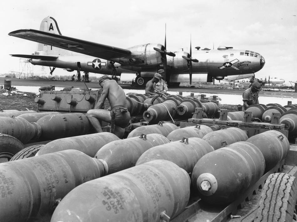 WWII LOADING U.S. BOMBERS
